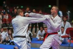 Daniel Gude, links, Kämpft gegen Dustin Geissler am Samstag, 04.05.2019 in Bochum bei den Deutschen Meisteraschaften im Karate. Foto: Ingo Otto / FUNKE Foto Services
